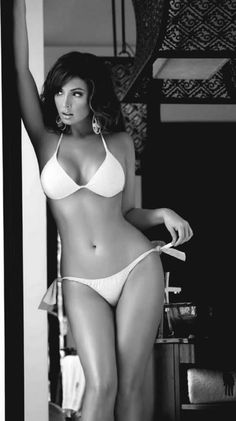 That is the most perfect female body I have EVER SEEN. what I wouldn't give to look like that....