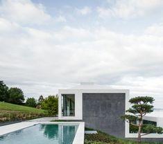 architecture-organique-plantes-vertes-piscine-arbres