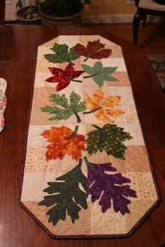 Fall table runner, looking at the color variations people used - no directions Table Runner And Placemats, Table Runner Pattern, Quilted Table Runners, Quilting Projects, Quilting Designs, Sewing Projects, Fall Sewing, Place Mats Quilted, Autumn Table