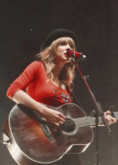Image about style in Taylor Swift by Juli on We Heart It Taylor Swift Guitar, Taylor Swift Pictures, Taylor Alison Swift, Red Taylor, Everything Has Change, Swift 3, Guitar Girl, Red Tour, Gibson Les Paul