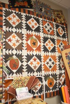 (from American Quilting) i got my fabrics all collected and the pattern in hand imma gonna make me this one!!!!