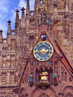 Attractions In Germany, Unusual Clocks, Church Of Our Lady, Clock Art, Old Clocks, Decoration Originale, Time Clock, Grandfather Clock, Sistema Solar