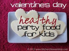 Healthy Valentine's Day Party Treats & Games for School Healthy Valentine's Day treats are possible! Kids love these made-from-scratch desserts and snacks, from probiotic fruit pizza to heart-shaped graham crackers and pink pudding. Valentines Day Desserts, Valentine Treats, Valentines Day Party, Valentinstag Party, School Games, School Snacks, School School, Party Treats, Party Snacks