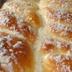 Rosca doce Portuguese Desserts, Portuguese Recipes, Brazilian Bread, Bread Recipes, Cooking Recipes, Good Food, Yummy Food, Pan Dulce, Bread Cake