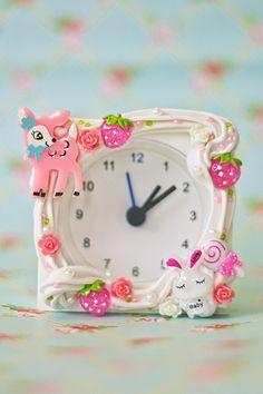 Decoden clock Kawaii Diy, Kawaii Crafts, Kawaii Shop, Kawaii Stuff, All Things Cute, Things To Sell, Pastel Home Decor, Diy Clock, Decoden