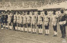 Seleção brasileira de futebol, antes do jogo amistoso contra a Polônia, no Mineirão. O resultado do jogo foi Brasil 4 x 1 Polônia. Belo Horizonte, 1966. Arquivo Nacional. Fundo Correio da Manhã. BR_RJANRIO_PH_0_FOT_03432-103