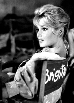 Devoted to Brigitte Bardot -- one of the most beautiful women ever, an everlasting icon style and. Brigitte Bardot, Bridget Bardot, Divas, Classic Hollywood, Old Hollywood, Foto Portrait, Old Movie Stars, Provocateur, French Actress