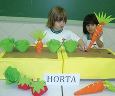 como trabalhar cardapio com maternal 2 - Pesquisa Google Preschool Arts And Crafts, Fun Crafts, Diy And Crafts, Crafts For Kids, Class Decoration, School Decorations, School Projects, Projects For Kids, Board For Kids