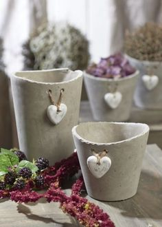 Cement pot: learn 60 creative inspirations - new decoration styles - Simple details that make the difference in cement pot production - Cement Art, Concrete Crafts, Concrete Projects, Personalised Family Tree, Concrete Pots, Metal Wall Decor, Handmade Home Decor, Garden Art, Cement Garden