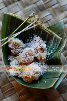 ONGOL ONGOL / INDONESIAN MUNG BEAN FLOUR CAKE WITH COCONUT