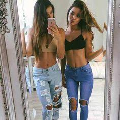 A pesar de que Tumblr es una red social, muchas chicas la han asociado con tendencias de moda actuales o alternativas y está llena de outfits casuales que siguen un patrón muy parecido.