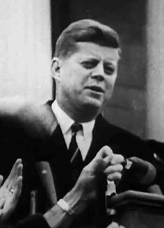 Jackie and Bobby Kennedy, John Kennedy, American Presidents, Us Presidents, Young Jfk, John Junior, Classy People, John Fitzgerald, No One Loves Me, T Play