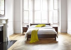 The Shaker features a beautifully balanced ratio between the head and foot boards. Unfussy and uncluttered, this is a style of bed that's adaptable and easy on the eye.