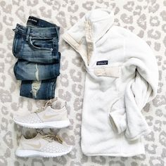 Casual outfit inspiration with neutral Nike sneakers and a cozy fleece- click through for outfit details