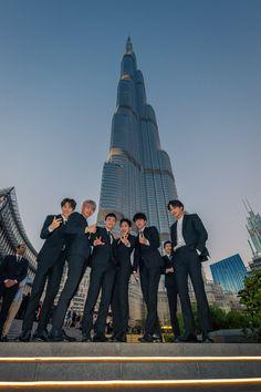 Here's 26 photos of EXO doing cool stuff and taking over Dubai Baekhyun Chanyeol, Exo Kai, Park Chanyeol, Luhan And Kris, Bts And Exo, Exo Ot12, Chanbaek, K Pop, D O Exo