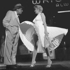 Sept ans de réflexionSur le tournage - scène 11.  Date: le 15 septembre 1954, à une heure du matin.Lieu: entre la 51 et 52st...