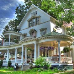 LOve this Old House! I like many types of houses but I would have to say this would be my dream house