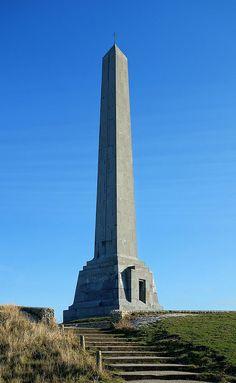 Au sommet du Cap Blanc-Nez se trouvent des bunkers datant de la Seconde Guerre mondiale. Les traces des bombardements sont également toujours visibles plus de 70 ans après. Un monument en forme d'obélisque, nommé la Dover Patrol a été érigé,  mémorial dédié à la patrouille de Douvres, symbolise le sacrifice des soldats français et britanniques qui ont défendu les eaux du pas de Calais, hautement stratégiques, au cours de la première Guerre mondiale.