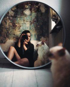 Photography Poses Women Portraits Head Shots Professional Headshots 58 Ideas For… – girl photoshoot ideas Mirror Photography, Self Portrait Photography, Photo Portrait, Girl Photography, Photography Ideas, Photography Lighting, 35mm Film Photography, Photography Backdrops, People Photography
