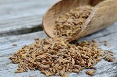 Sometimes mistaken as cumin, the caraway is one of the prominent spices widely used in culinary. Candida Albicans, Caraway Seeds, Spices And Herbs, Cabbage Salad, Korn, Beets, Gourmet Recipes, Tasty, Health Tips