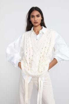 60 Fashion, Knit Fashion, Fashion Outfits, Vest Outfits, Mini Vestidos, Inspiration Mode, Knit Vest, Western Outfits, White Outfits