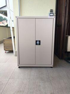 Armadio da esterno ad ante scorrevoli creato per contenere for Coprilavatrice alluminio
