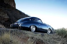 So classic! Wish we still made cars that looked like this. black car The perfect Porsche The BMW 328 is a sports car made by BMW between Porsche 356 Outlaw, 1964 Porsche, Porsche Cars, Porsche Panamera, Vintage Porsche, Vintage Cars, Aston Martin, Subaru, Volvo
