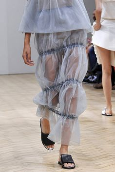 Anderson at London Fashion Week Spring 2014 J. Anderson at London Fashion Week Spring 2014 - Fashion Details, Look Fashion, High Fashion, Fashion Outfits, Fashion Spring, French Fashion, Skirt Fashion, Stylish Outfits, Fall Outfits