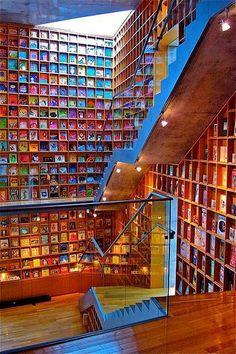 Biblioteca do livro infantil, Fukushima, Japão.