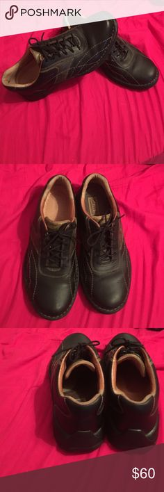 Clarks Men's Lace Up Oxfords These are classic shoes that are extremely versatile for work, school, church, date night, and everything in between! I can't exactly tell if these are black or dark brown. In great condition! Clarks Shoes Oxfords & Derbys