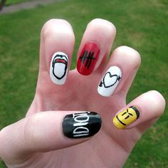 Having short nails is extremely practical. The problem is so many nail art and manicure designs that you'll find online Easy Nail Polish Designs, Pretty Nail Designs, Nail Art Designs, Love Nails, Pretty Nails, Gray Nails, Band Nails, 5sos Nails, Cute Nail Art