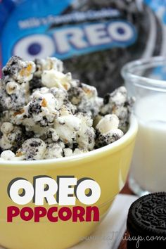 movie night snacks Oreo popcorn recipe for beginners. This is a super easy 3 ingredient recipe that will have you eating yummy Oreo Popcorn in just a few minutes! Dessert Dips, Dessert Parfait, Popcorn Recipes, Snack Recipes, Dessert Recipes, Cooking Recipes, Oreo Desserts, Flavored Popcorn, Gourmet Popcorn