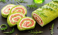 Rotolo di frittata alla rucola ripieno di salmone e robiola Mini Appetizers, Finger Food Appetizers, Finger Foods, Antipasto, No Salt Recipes, Cooking Recipes, Tapas, Xmas Dinner, Creative Food