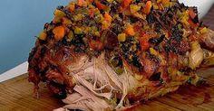 Receita divina de um pernil para sua festa de fim de ano!!  Ingredientes 1 pernil suíno (10kg) Para o Recheio: 15 dentes...
