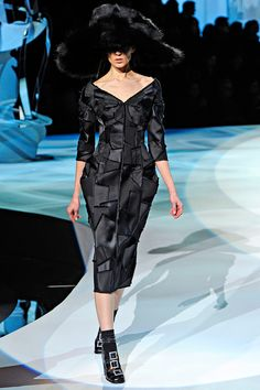 Marc Jacobs Fall 2012 RTW- Love the silhouette on this dress! #AW2012