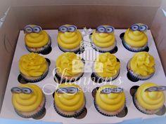 Minion cupcakes with Funpix by Wilton. Confetti cake with yellow, vanilla buttercream. Keywords: birthday, child.