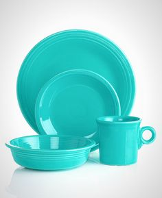 Fiesta Place Setting - Fiesta Dinnerware - Dining & Entertaining - Macy's (SCARLET) I'm not too sure but the BAY might carry Fiesta ware? I like the scarlet colour the best. They have Fiesta Ware at Bed Bath & Beyond! Casual Dinnerware, White Dinnerware, Dinnerware Sets, Stoneware Dinnerware, Turquoise Kitchen, Teal Kitchen, Kitchen Magic, Azul Tiffany, Kitchenware