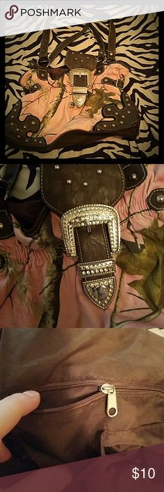 pink mossy oak purse usef it as a diper bag but its still brand new just sits around Mossy Oak Bags Shoulder Bags