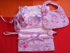 ✿ Conjunto-Handmade - fralda,babete,blusa e porta-chucha * 27€ www.facebook.com/little.things.vc
