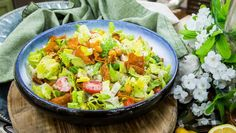 Give your Caesar Salad a healthy twist by making it vegan with homemade dressing and chickpea croutons! Home & Family shares the best recipes every weekday on Hallmark Channel. Chicken Burrito Bowl, Chicken Burritos, Burrito Bowls, Sin Gluten, Gluten Free, Dairy Free, Cilantro, Quinoa, Paleo Cauliflower Rice
