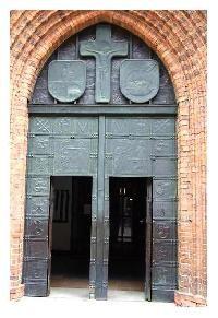 Fot. Grzegorz Janowski; Drzwi katedry św. Jana w Warszawie wykute w blasze…