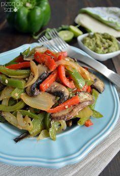 Fajitas vegetarianas con hongos portobellos para reemplazar la carne o pollo que normalmente se usa en la receta. Quedan riquísimas y además fáciles de preparar.