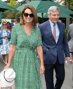 Carole Middleton put on a chic display as she arrived for her second appearance at Wimbledon this season alongside husband Michael today, wearing a Scotch and Soda printed green wrap dress July 10 2019 Kate Middleton Parents, Carole Middleton, Middleton Family, Duke And Duchess, Duchess Of Cambridge, Pippa And James, Pretty Eye Makeup, Stella Mccartney Dresses, Lisa Marie Fernandez
