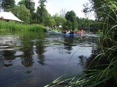 Miłośnicy przyrody i aktywnego trybu życia ściągają co roku do Krutyni na spływ rzeką Krutynią.  fot. Mrągowskie Centrum Informacji Turystycznej