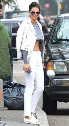 Street style da modelo Kendall Jenner com look de sua cor preferida: off white. Robert Kardashian, Khloe Kardashian, Kardashian Kollection, Latest Outfits, Cool Outfits, Daily Fashion, Everyday Fashion, Kendall E Kylie Jenner, Estilo Jenner