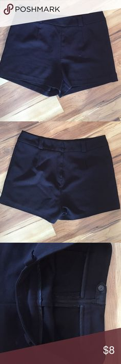 H&M high waisted shorts Gently worn in great condition. Poly/3%elastane, length 13 front- 14 1/2 back, waist 32, no size tag. Large?- note measurements H&M Shorts