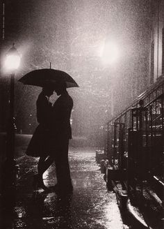 I love rain! My family thinks, I'm stupid, because I like rain more than sunshine. But rain can be so romantic! Kissing In The Rain, Dancing In The Rain, Rainy Night, Rainy Days, Night Rain, Photos Amoureux, I Love Rain, Under My Umbrella, Rain Umbrella