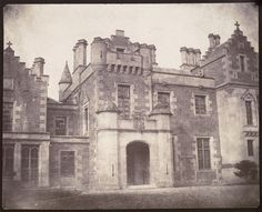 Country house in Scotland - 1845 - William Henry Fox Talbot. Louis Daguerre, Old Photography, History Of Photography, Henry Fox Talbot, British Inventors, Old Houses, Impressionist, Old Photos, Talbots