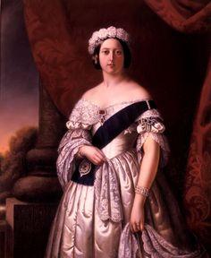 Victoria era hija del príncipe Eduardo, duque de Kent y Strathearn, cuarto hijo del rey Jorge III. Tanto el duque como el rey murieron en 1820, lo que provocó que Victoria fuera criada bajo la supervisión de su madre, la princesa alemana Victoria de Sajonia-Coburgo-Saalfeld. Heredó el trono a los dieciocho años, tras la muerte sin descendencia legítima de tres tíos paternos. Aprendió francés, alemán, italiano y latín,pero hablaba inglés en casa