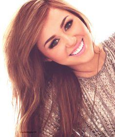 I love how she parted her hair so far to the side... I miss Miley's long hair
